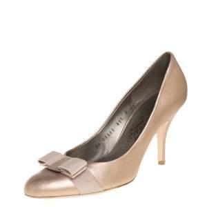 حذاء كعب عالي سالفاتوري فيراغامو فيونكة فارا جلد ذهبي ميتاليك مقاس 38.5