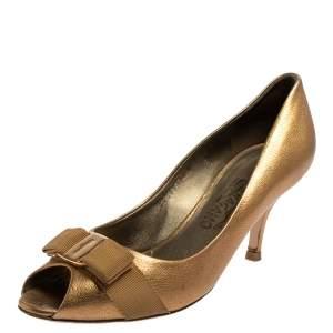 حذاء كعب عالي سالفاتوري فيراغامو جلد ذهبي بفيونكة مقدمة مفتوحة مقاس 39