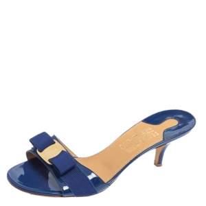 صندل سلايد سالفاتوري فيراغامو مزينة فيونكة فارا جلد لامع أزرق مقاس 39.5