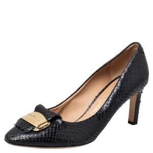 حذاء كعب عالي سالفاتوري فيراغامو جلد نقشة الثعبان أسود مزخرف شعار الماركة مقاس 39.5