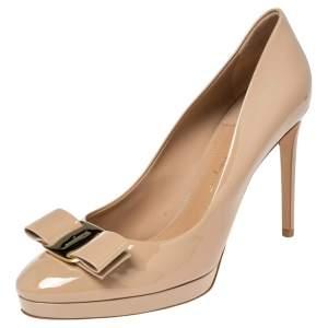 Salvatore Ferragamo Beige Patent Leather  Vara Bow Pumps Size 40.5