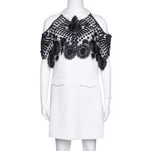 فستان سيلف بورتريت قصير كاب دانتيل كريب مونوكرمومي مقاس وسط (ميديوم)