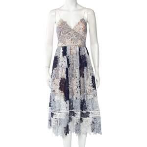 فستان سيلف بورتريت كاميلياس دانتيل أبيض وأزرق كحلي متوسط الطول مقاس وسط (ميديوم)
