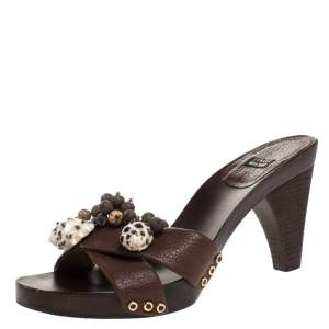 Stuart Weitzman Brown Leather Conch Shell And Bead Embellished Wooden Platform Sandals Size 37