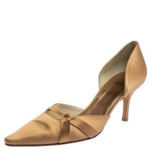 حذاء كعب عالي ستيوارت وايتزمان مقدمة مدببة ساتان بيج مقاس 40