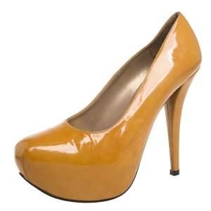 حذاء كعب عالي ستيورت وايتزمان نعل سميك جلد لامع أصفر مقاس 37.5