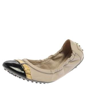 Tod's Beige/Black Leather And Patent Leather Cap Toe Buckle Detail Scrunch Ballet Flats Size 38