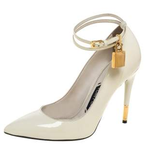 حذاء كعب عالي توم فورد مقدمة مدببة ملتف حول الكاحل قفل جلد لامع بيج مقاس 38