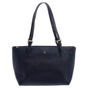 """حقيبة يد توري برش """"يورك"""" إبزيم متوسطة جلد أزرق كحلي"""