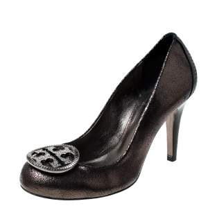 Tory Burch Metallic Grey Leather Embellished Logo Pumps Size 38