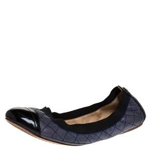 Tory Burch Blue/Black Patent And Leather Quilted Detail Scrunch Ballet Flats Size 38
