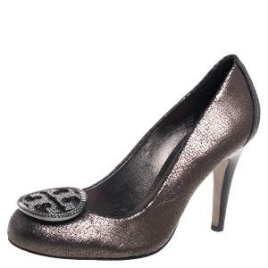 Tory Burch Metallic Grey Leather Embellished Logo Pumps Size 38.5