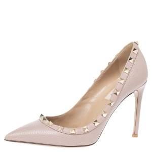 حذاء كعب عالى فالنتينو مقدمة مدببة روكستد جلد بيج مقاس 37.5