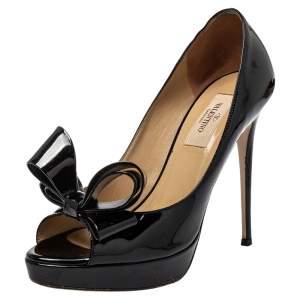 حذاء كعب عالي فالنتينو جلد أسود لامع بفيونكة كوتور ونعل سميك بمقدمة مفتوحة مقاس 37.5