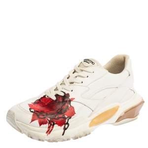 حذاء رياضي فالنتينو x أندركوفر باونس جلد أبيض بطباعة وردة و سلسلة مقاس 39