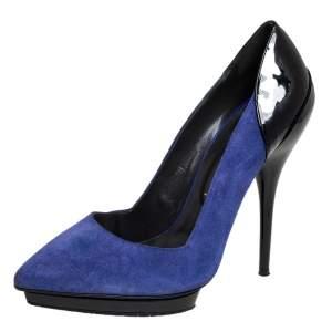 حذاء كعب عالي فيرساتشي سويدي أزرق وجلد أسود لامع مقدمة مدببة مقاس 38