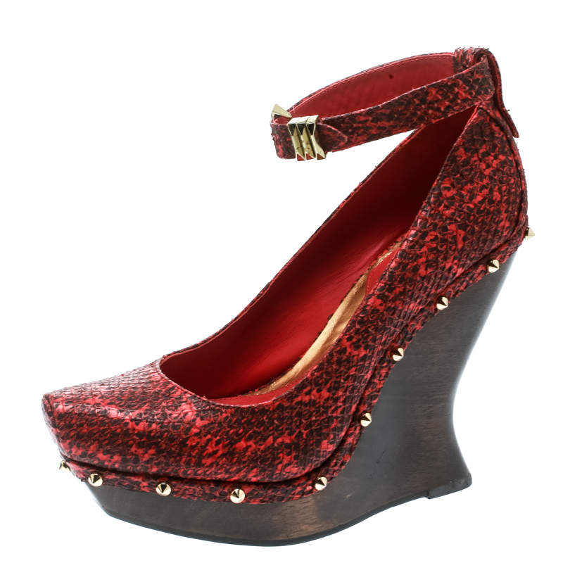 Alexander McQueen Red Embossed Snakeskin Leather Ankle Strap Spike Studded Wedge Pumps Size 39