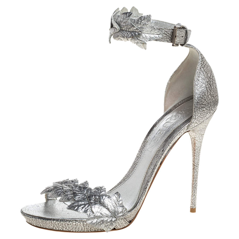 Alexander McQueen Metallic Silver Textured Leather Ivy Leaf Embellished Open Toe Sandals Size 39.5