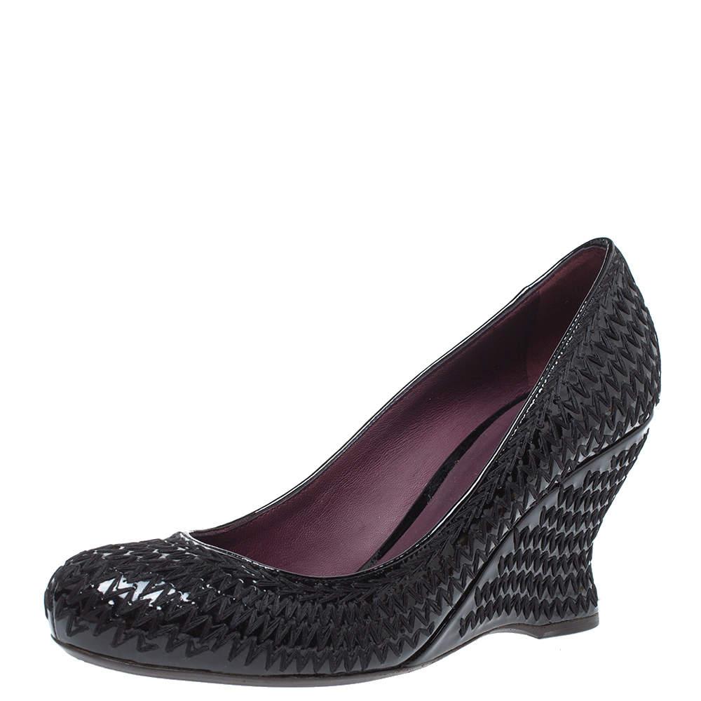 Bottega Veneta Black Stitch Detail Patent Leather Curved Wedge Pumps Size 39