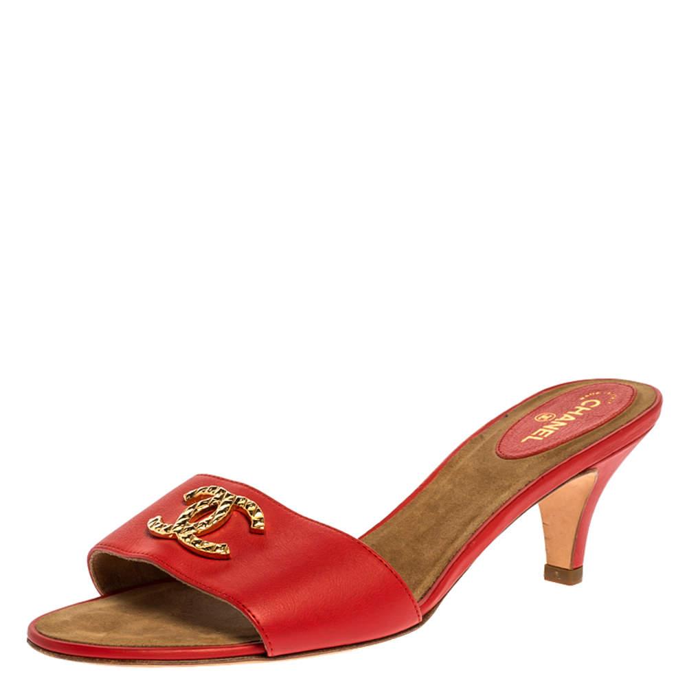 Chanel Coral Leather Gold CC Embellished Slide Sandals Size 40