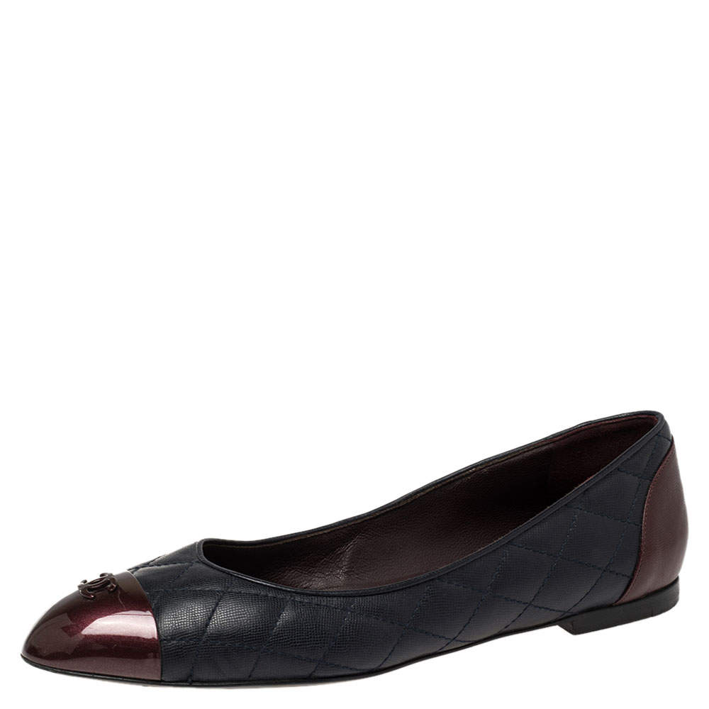 Chanel Navy Blue/Burgundy Leather and Patent Leather CC Cap Ballet Flats Size 39