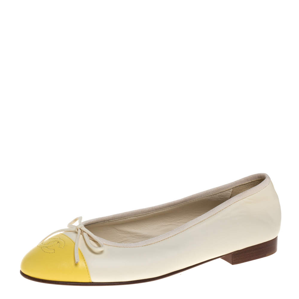Chanel Off White/Yellow Leather CC Ballet Flats Size 37.5