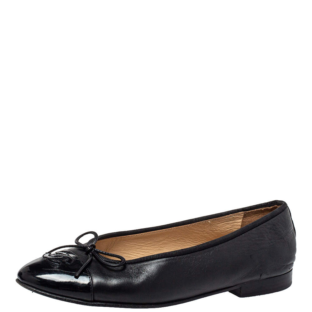 Chanel Black Leather And Patent Leather CC Cap Toe Ballet Flats Size 37