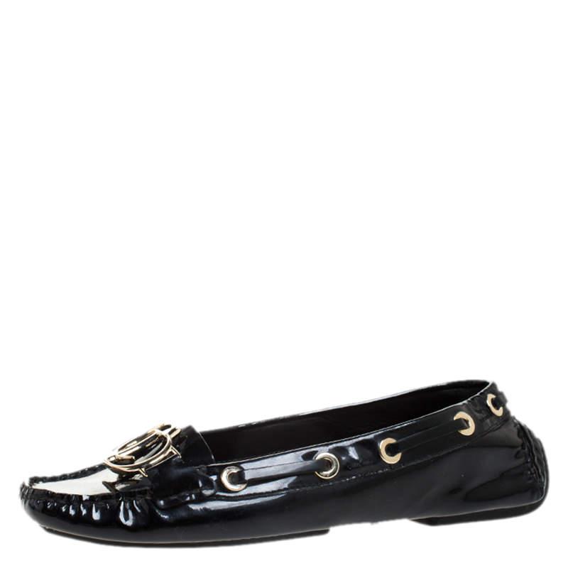 حذاء لوفرز ديور بطراز سليب أون مزين بشعار الماركة سي دي جلد لامع أسود مقاس 37