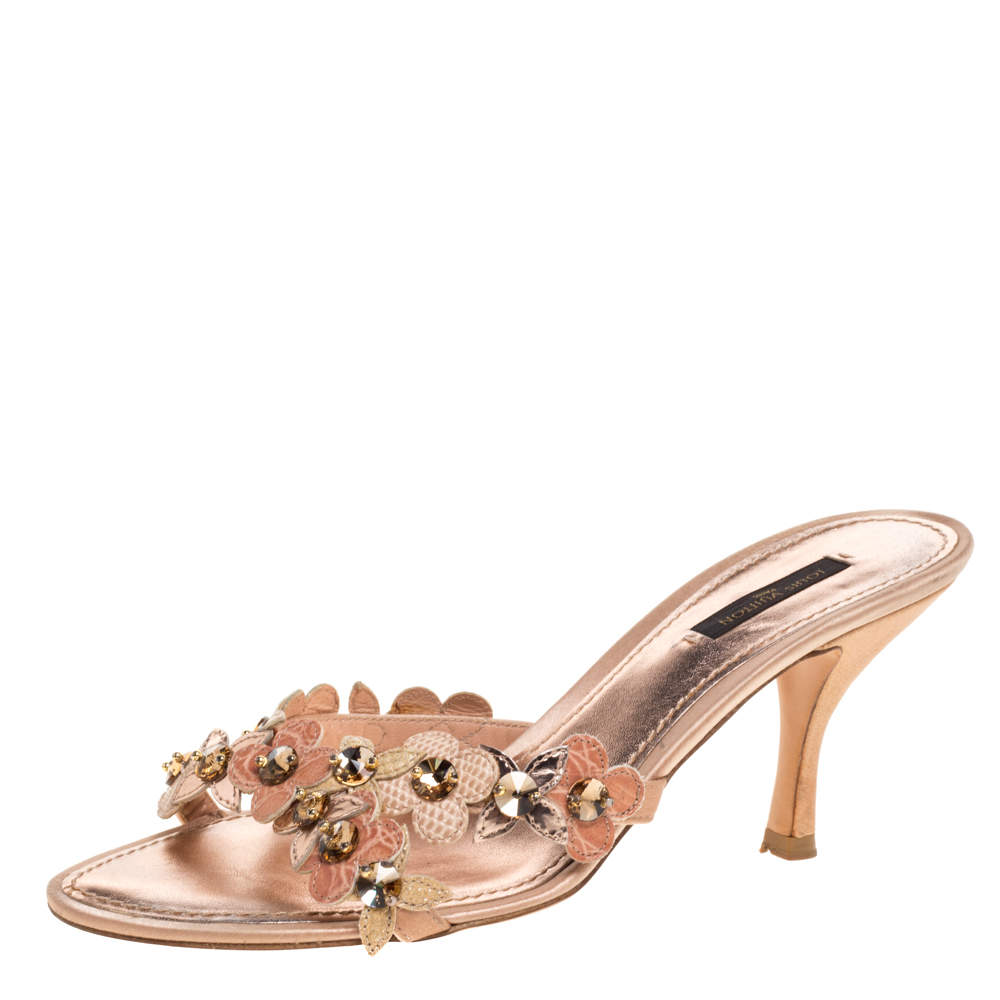 Louis Vuitton Metallic Rose Gold Leather Flower Detail Crystal Embellished Slide Sandals Size 38.5