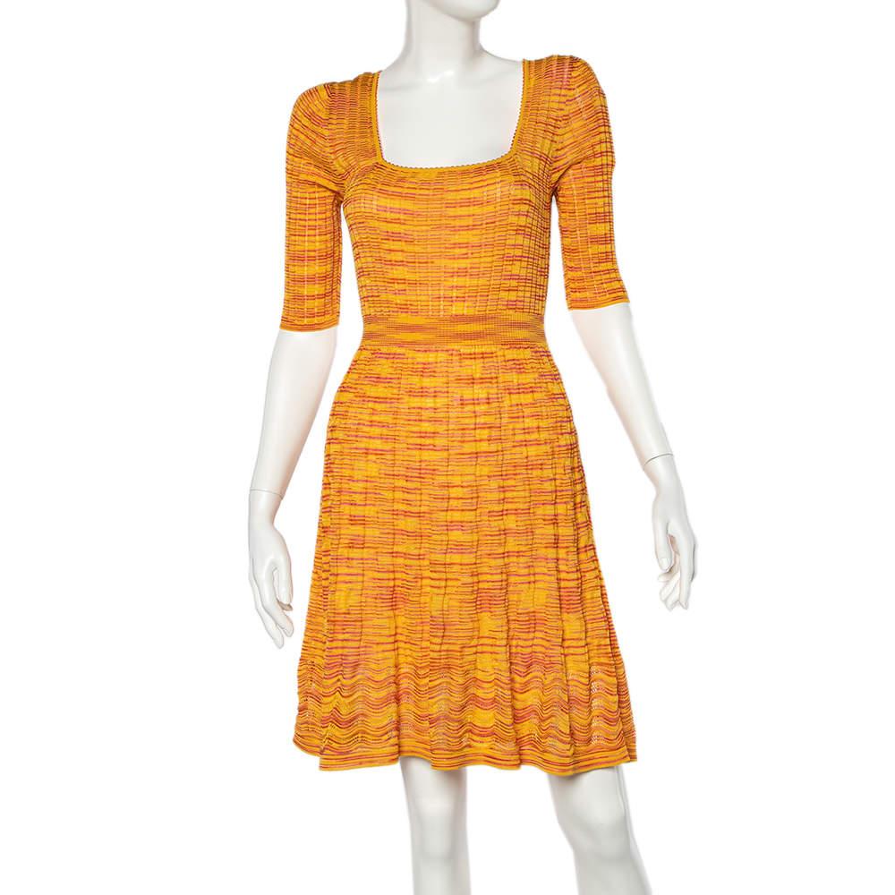 فستان أم ميزوني طول الركبة تريكو أصفر & برتقالي مقاس كبير - لارج