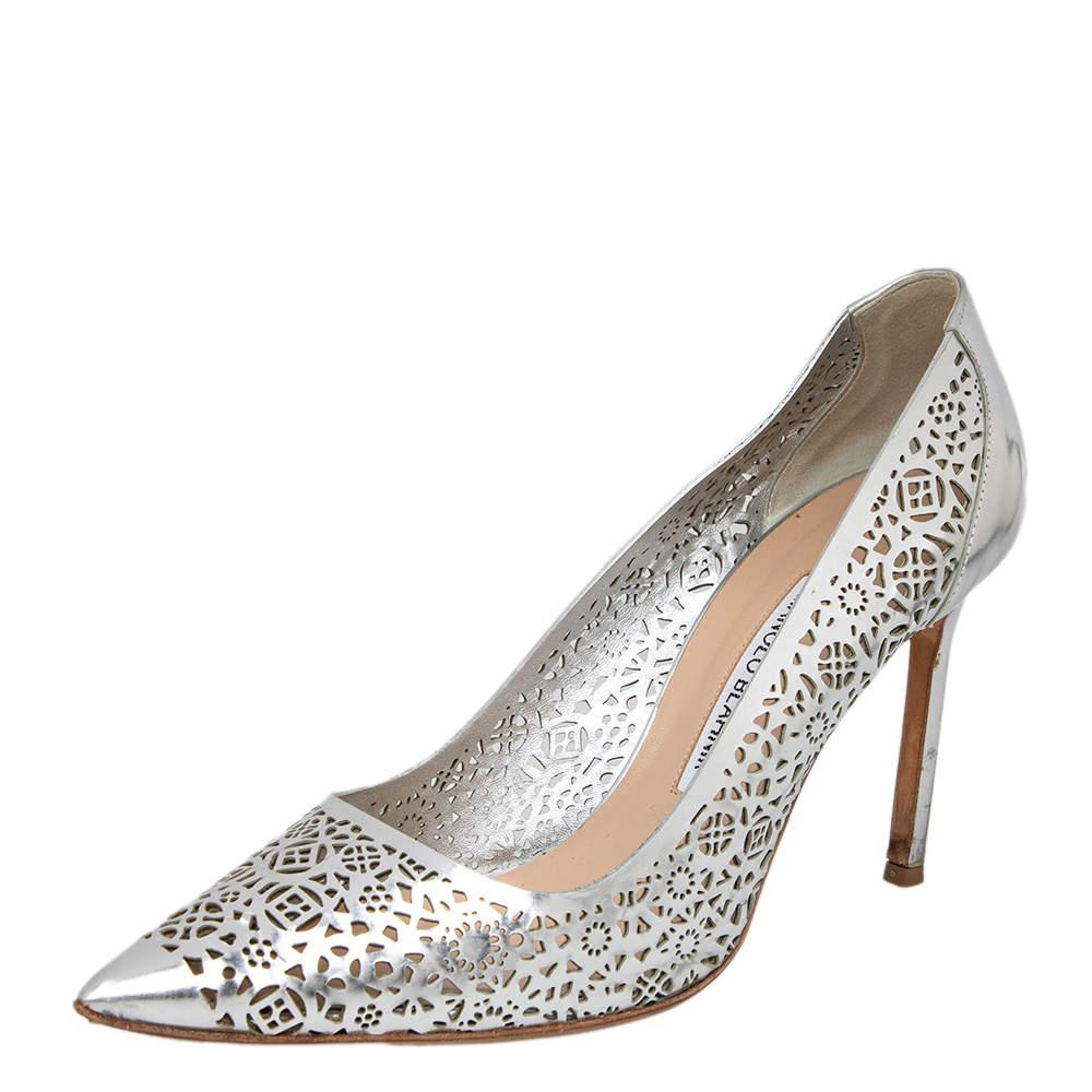 حذاء كعب عالي مانولو بلاينك جلد فضي لامع بقطع ليزر 39.5