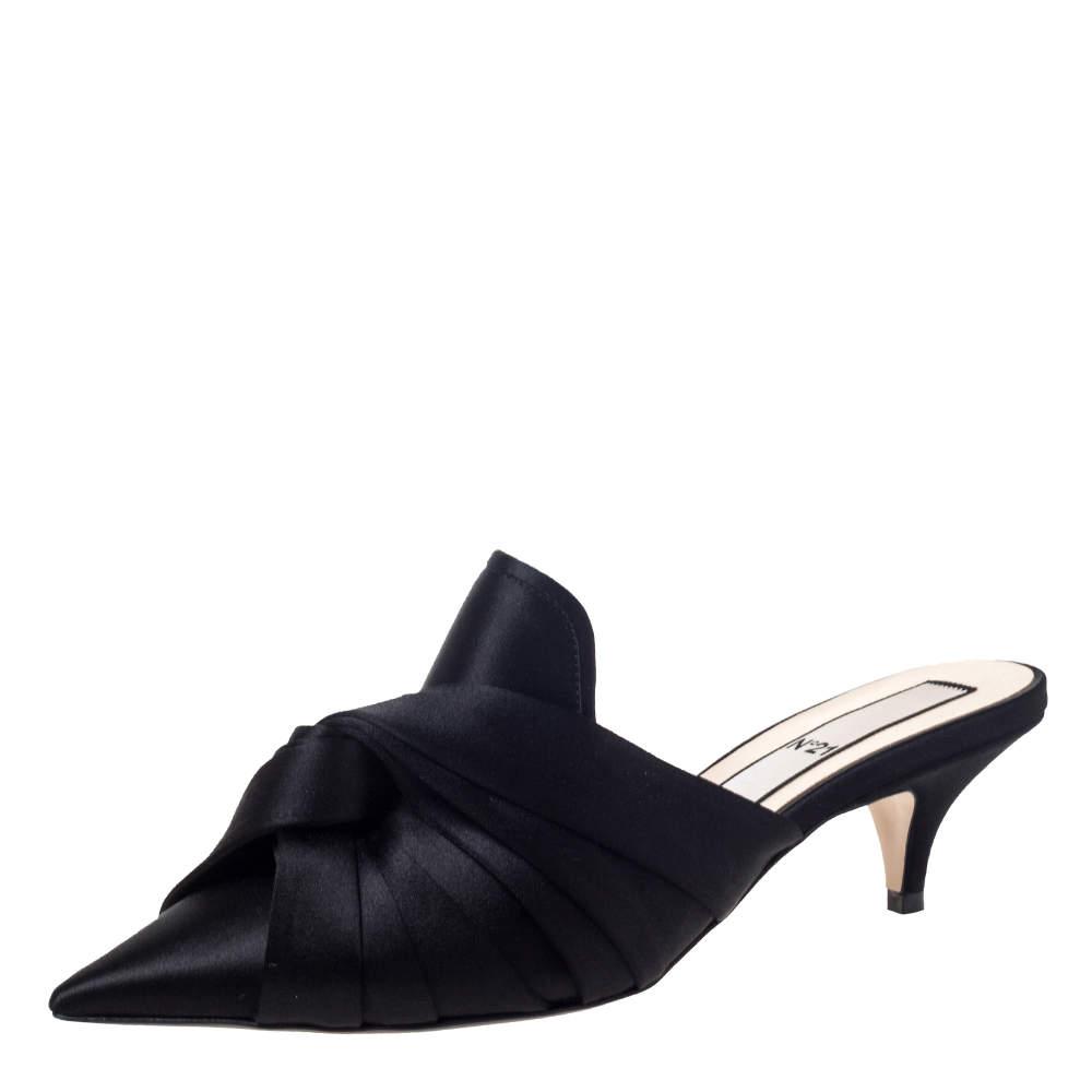 """حذاء سليبرز """"إن21"""" بمقدمة مدببة و مزين بعقدة و بكعب منخفض ساتان أسود مقاس 40"""