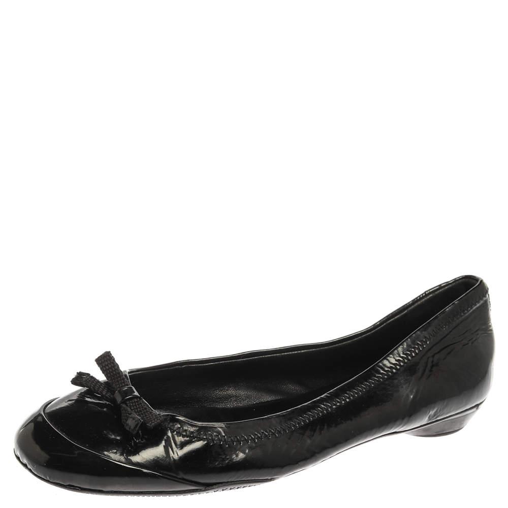 حذاء باليرينا فلات برادا مزين فيونكة جلد لامع أسود مقاس 36.5