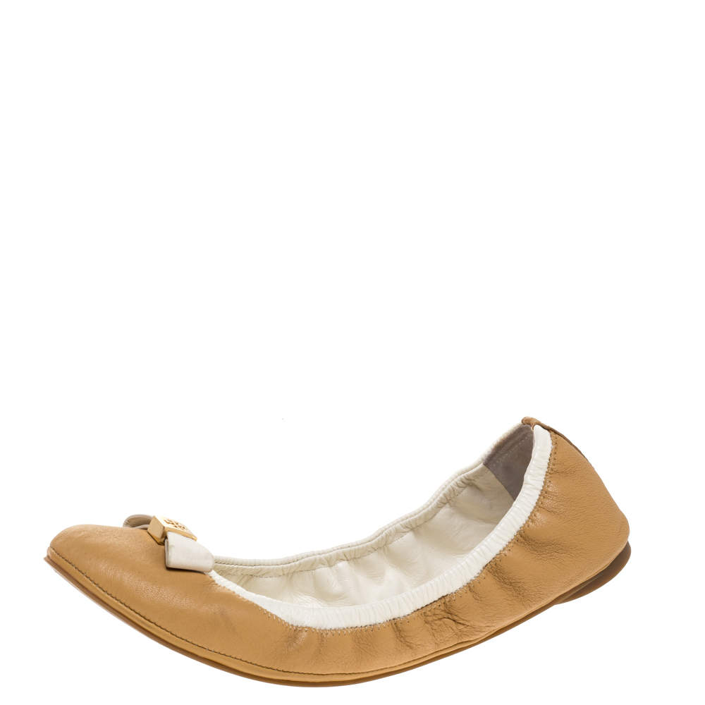 Tory Burch Beige/White Leather Bow Scrunch Ballet Flats Size 39