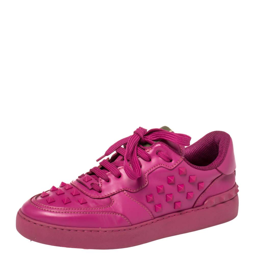 حذاء رياضي فالنتينو مرصع روكستد منخفض من أعلى جلد وردي فوشيا مقاس 39