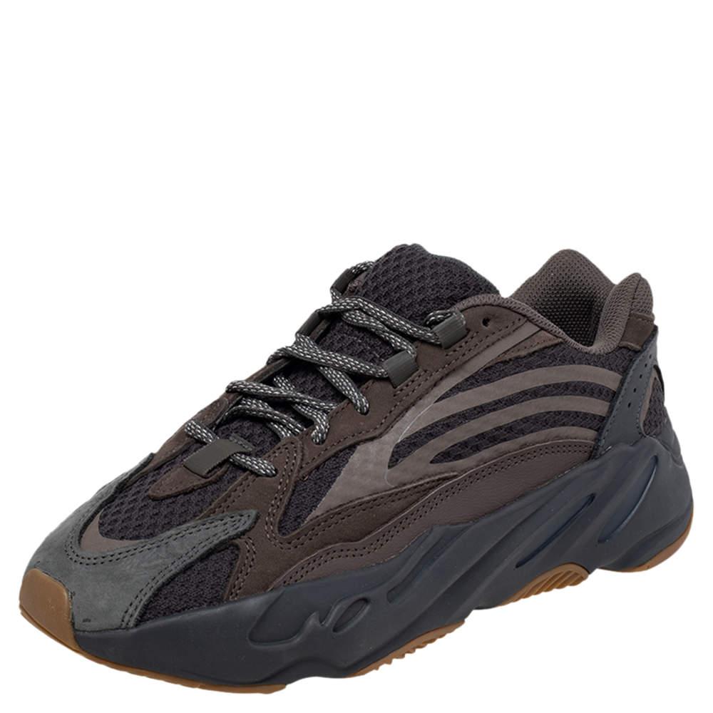 حذاء رياضي ييزي واديداس بوست 700 في2 جيود جلد ونوبوك رمادي مقاس 40 2/3