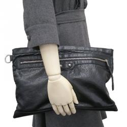 31d408f3afe6 Buy Pre-Loved Authentic Balenciaga Clutches for Women Online