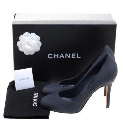 Chanel Grey Leather Crystal CC Pumps Size 38