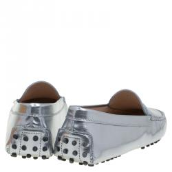 Tod's Silver Metallic Leather Gommini Moccasin Size 39