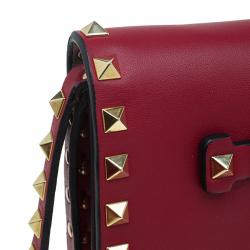 حقيبة كلتش فالنتينو روكستاد جلد أحمر بقلاب وحمالة معصم