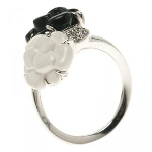 Chanel Camélia Onyx Agate Diamond Sculpté 18k White Gold Ring Size 53