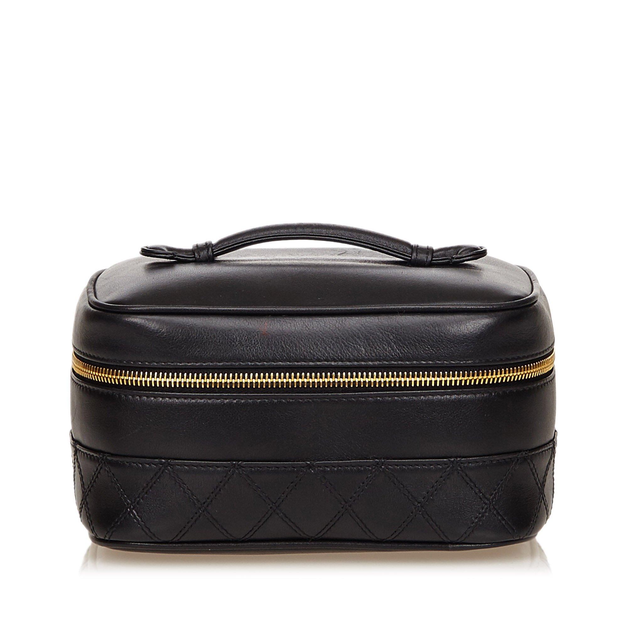 fe88ee035b3211 Buy Chanel Black Quilted Lambskin Vanity Case 41087 at best price | TLC