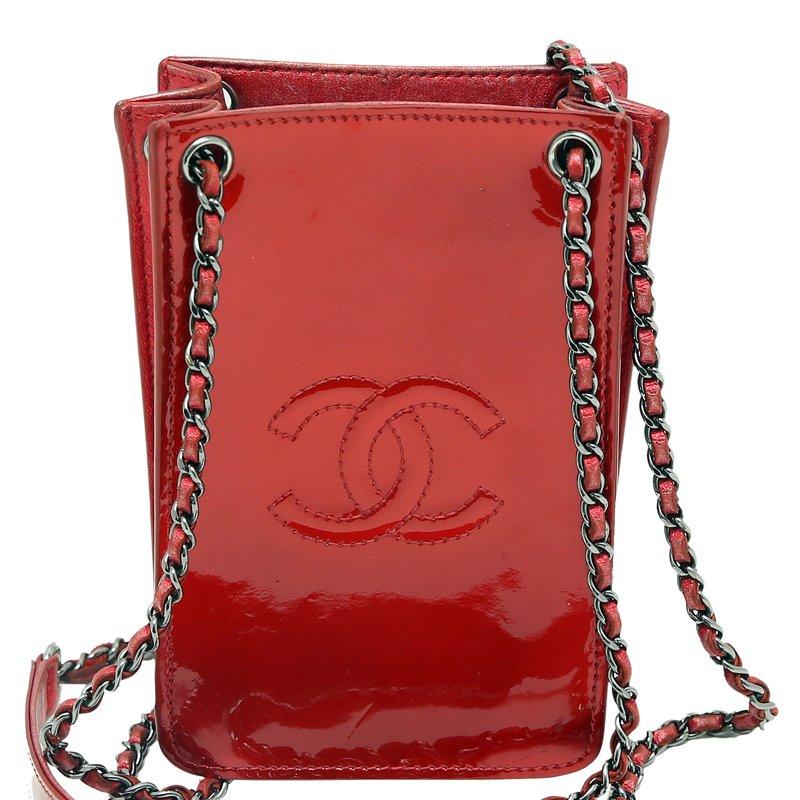 e14ef7ed3195 ... Chanel Red Patent Leather CC Phone Holder Crossbody Bag. nextprev.  prevnext