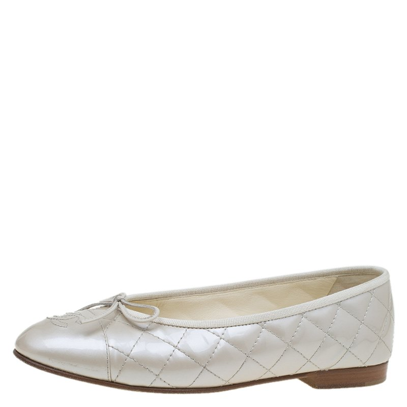 b10c811717b ... Chanel Cream Quilted Patent CC Bow Ballet Flats Size 37.5. nextprev.  prevnext