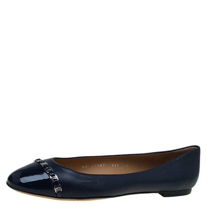 a16a94a2feb Buy Salvatore Ferragamo Navy Blue Leather Pim Chain Ballet Flats ...