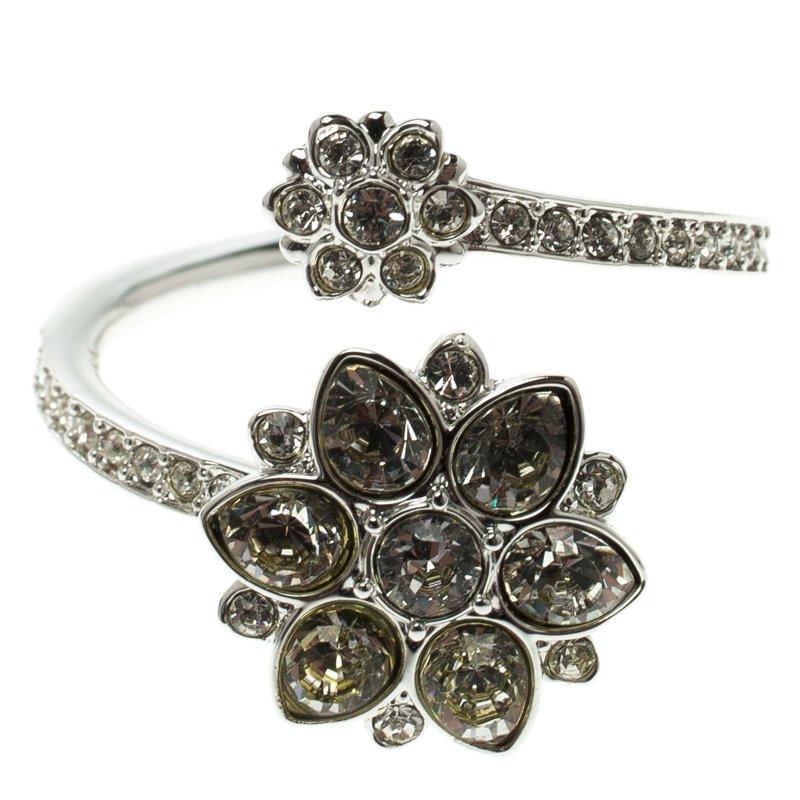 Swarovski Crystal Flower Embellished Silver Tone Ring Size 55
