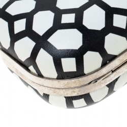 Alexander McQueen White/Black Patent Leather Skull Knuckle Clutch