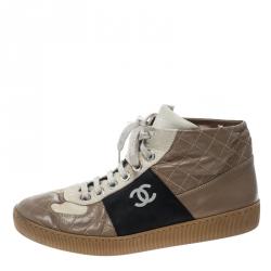 15a3be39e حذاء رياضي شانيل مرتفع من أعلى CC جلد مبطن ثلاثي اللون مقاس 40.5