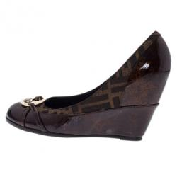 Fendi Brown Patent Leather and Canvas Logo Plate Wedge Pumps Size 38.5