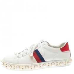 3365be4e17d88 حذاء رياضي غوتشي مرتفع من أعلى مزخرف لؤلؤ صناعي نيو أيس تفاصيل ويب حواف جلد  ثعبان